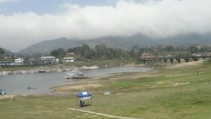 guatape-waterfront-01